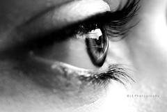 Dentro i miei vuoti. ([L] di .zuma) Tags: bw bn occhi bianco nero occhio biancoenero riflesso pupilla ciglia peccatoperlecigliadisopra