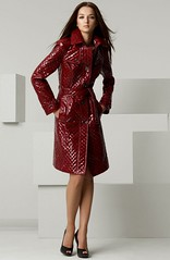 Quilted Wet Look Trench (betrenchcoated) Tags: trenchcoat raincoat regenmantel regenjacke red buttons beautifulgirl burberry singlebreasted lackmantel wetlook patenettrench