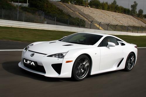 2012-Lexus-LFA-11