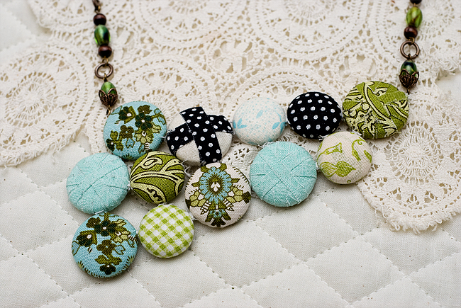 fabric button necklace finished 2