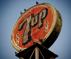 7up (avilon_music) Tags: california signs sign vintage neon olympus neonsign soda bakersfield 7up sodapop neonsigns softdrinks oldsigns vintagesigns vintageneon pidgins beveragesign 7upbottlingco markpeacockphotography