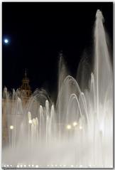 Agua y Luna (Javier Martinez de la Ossa) Tags: espaa sevilla andaluca spain agua nikon fuente seville nocturna andalusia espagne plazadeespaa siviglia javiermartinezdelaossa