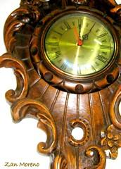 No olhes o relgio !! Que importa as horas ? (Zan Moreno) Tags: relgio antiguidade horas segundos minutos ponteiros fechoosolhosprnoverpassarotempo