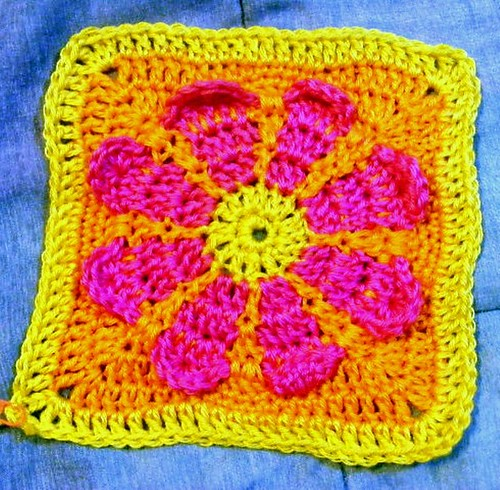 FREE FLOWER SQUARE CROCHET - Crochet ? Learn How to Crochet