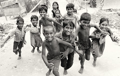 India, Kids having fun (Dietmar Temps) Tags: asia beach children kids ethnic ethnie ethnology faces fishingvillage india indien naturallight outdoor pamban pambanbridge people rameswaram smile southasia streetphotography fun action rameshwaram tamilnadu