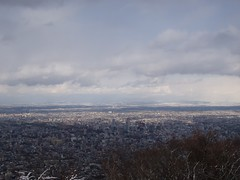 山頂から札幌を見渡す