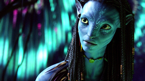 Neyetri from Avatar 3D, with bioluminescent points on her face.