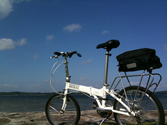 Dahon Vitesse D7 (chinnian) Tags: cloud white bicycle 2009 foldingbike dahon foldie pasirrisbeach vd7 vitessed7