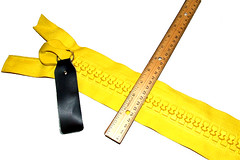 giant #30 gauge zippers = yellow