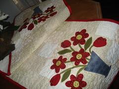 TrIlHo ReD fLoWeRs (DoNa BoRbOlEtA. pAtCh) Tags: square redflowers quadrados floresvermelhas quiltlivre trilhodemesa donaborboletapatchwork denyfonseca