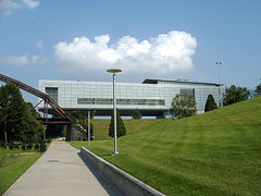 the platinum-certified Clinton Presidential Library in Little Rock (by: Robert Nunnally, creative commons license)