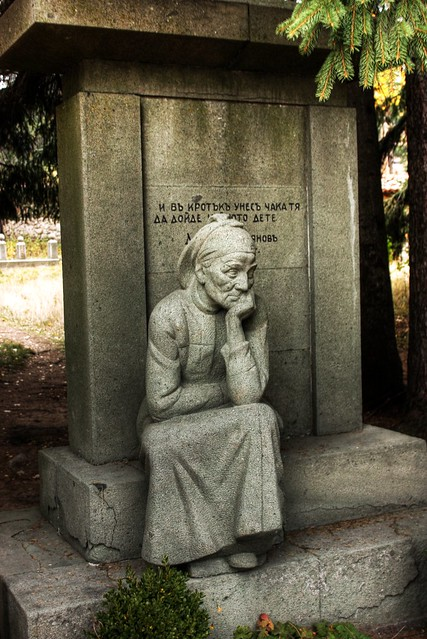 Паметник на майката