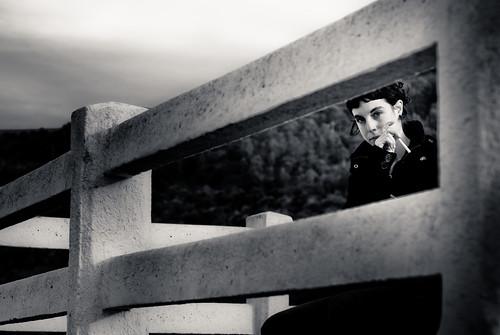 フリー画像| 人物写真| 女性ポートレイト| 白人女性| モノクロ写真| 煙草/タバコ|      フリー素材|