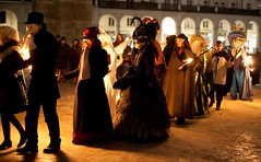 Maskenzauber an der Alster -32 (Thaddus Zoltkowski) Tags: venice ball dress mask hamburg fancy carnaval masquerade venezia venedig bal role magie maske karnaval masken maskarada knstler colonnaden maskerade maska wenecja kostme carnivalesque alsterarkaden maski karnawal kostmiert przebranie kostiumy magiczne defile maskenzauberanderalster verleidung carnivalkarneval karnevalszeit venezianischenmasken barockenstil venezianischenstil flanierendemaskenandenalsterarkaden flanierendemaskenandencolonnaden maskiertehamburger venetianmagic strasenkarnevalbarockenstil