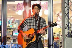 Nick Jonas (MissCasanova) Tags: album release nick performance surprise acoustic sonny jonas thompson twitter