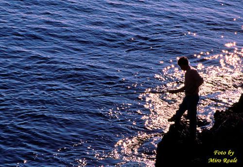 Giovane a pesca