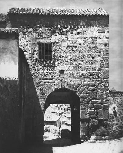 Puerta de Valmardón de Toledo en el siglo XIX. Foto de Casiano Alguacil