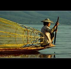 Fisherman - Inle Lake at sunset - Myanmar (Lucie et Philippe) Tags: burma myanmar birmanie bestcapturesaoi elitegalleryaoi mygearandmepremium mygearandmebronze mygearandmesilver