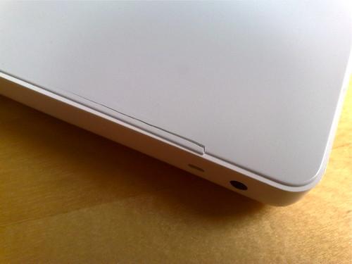 Haarriss auf der Oberschale des MacBooks (2006er Modell)