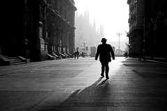 Just a perfect day (Donato Buccella / sibemolle) Tags: street blackandwhite bw italy milan sunshine shadows alba milano streetphotography ombre explore loureed duomo nebbia frontpage streetshot scighera piazzadeimercanti canon400d sibemolle bwlimage 1xcom keptbythegutter ogniscusabuonaperriascoltareilvecchiolou cosascighera keep184 fotografiastradale fubbia