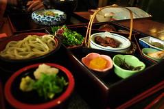 [Day5/Kochi]日曜市定食:主食是左邊的烏龍沾麵
