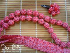 Colar e tic-tac (Da Bia) Tags: necklace flor artesanato craft fuxico colar tictac contas tecido cordo acessrios presilha dabia colardetecido biancasantana colaremtecido