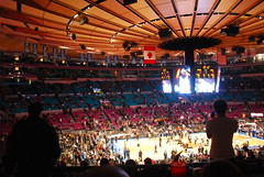 Madison Square Garden (Paolo Rosa) Tags: new york city usa newyork game basketball america court garden square spurs san basket unitedstates manhattan interior united arena madison campo match inside states antonio msg madisonsquaregarden nba bigapple uniti interno citt knicks pallacanestro sanantoniospurs statiuniti stati metropoli grandemela newyorknicks