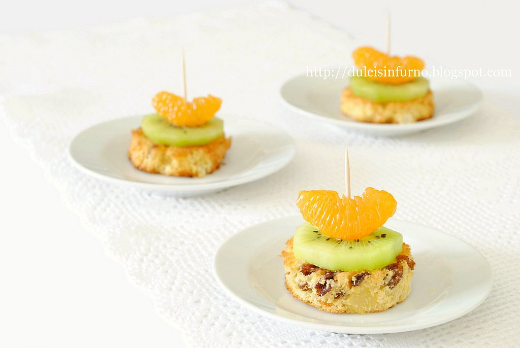 Tartine di Panettone e Frutta-Panettone and Fruit Canapes