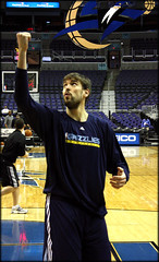 100224-marc-gasol-air-first
