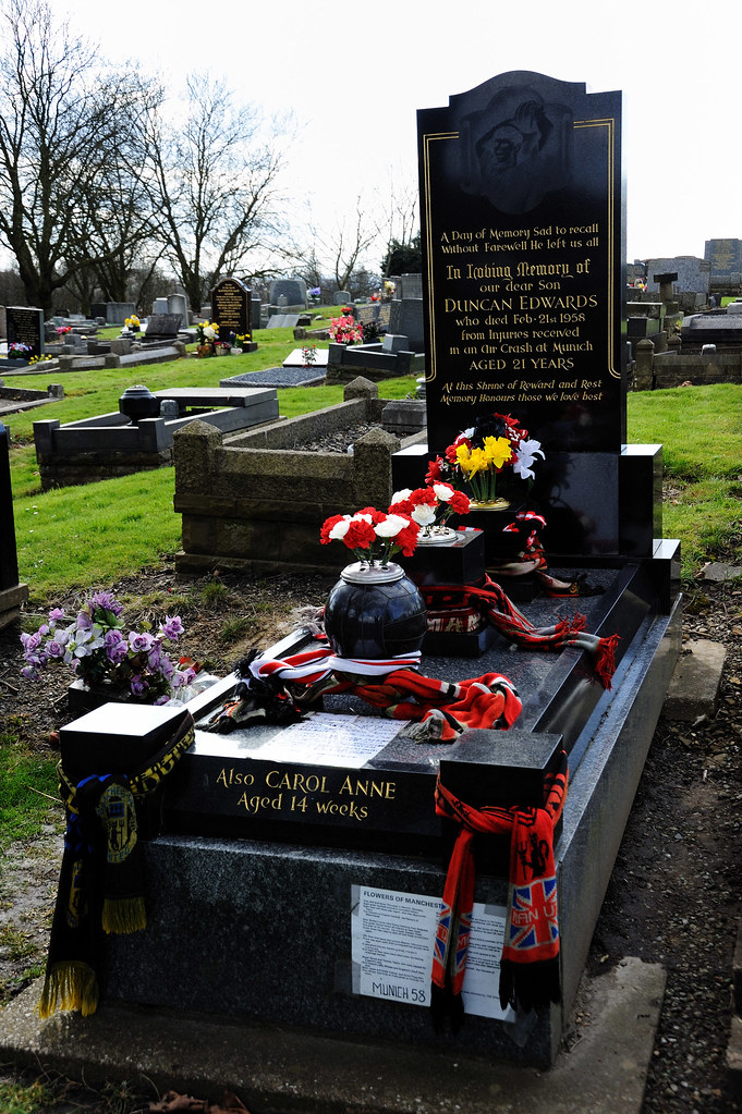 The Grave Of Duncan Edwards, Stourbridge Road, Dudley 04/04/2010
