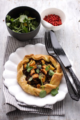 crispy mushroom, potato and bleu cheese galette with watercress salad (cannelle-vanille) Tags: oyster tarts beech bluecheese galette shiitake cremini watercresssalad lunchwithmom exoticmushrooms crispyfingerlings