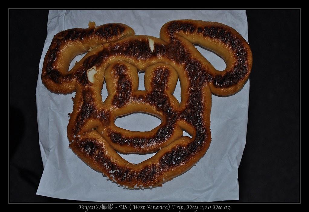 DisneyLand LA, USA - Mickey Pretzel