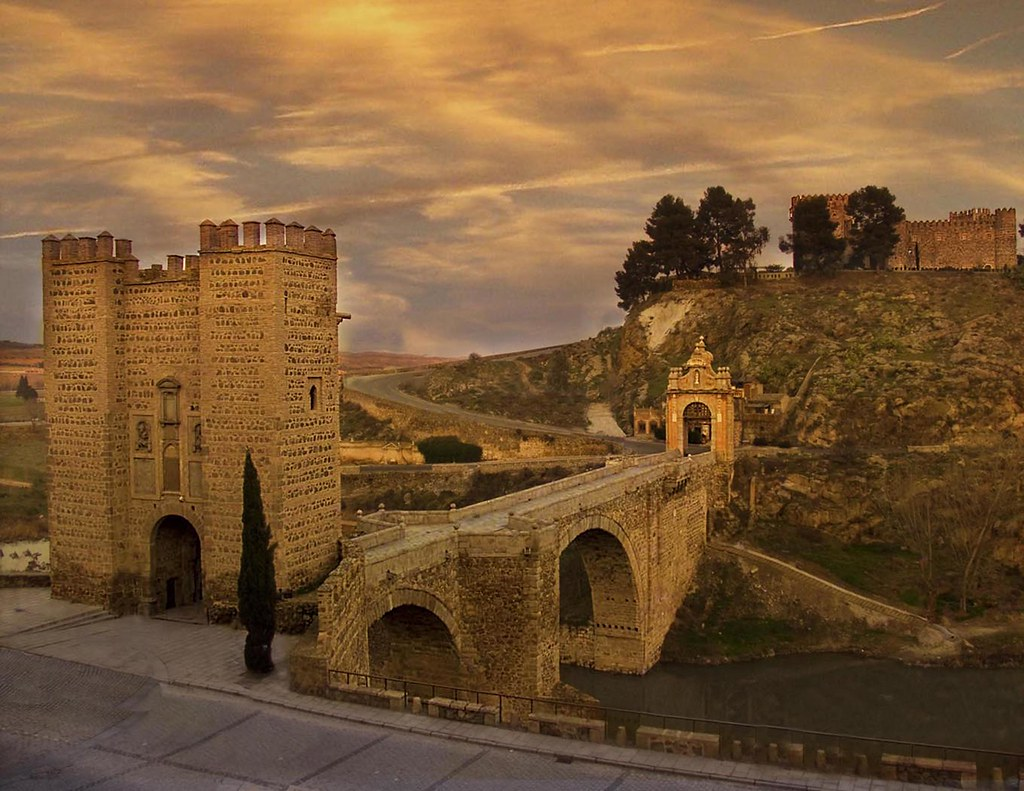 Resultado de imagen de puente de alcantara y castillo de san servando