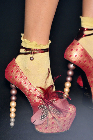 john-galliano-detail-spring-fashion-2010-014_runway