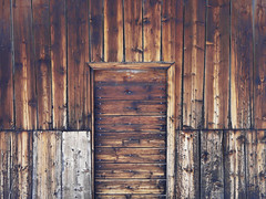 can you open it? (duqueros) Tags: door wood schweiz switzerland closed suisse stall svizzera albula holz stable alp tre graubnden svizra geschlossen savognin grischun mywinners duqueiros