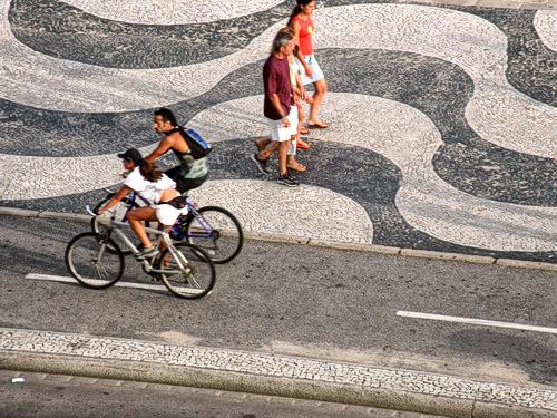 Bicicletas na ciclovia em Copacabana, RJ