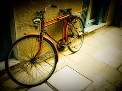 karadana days (BLOGTRAVELLER) Tags: old city bicycle vintage retro panasonic oldfashioned larisa gf1 loomix