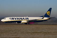 EI-EFK - 37537 - Ryanair - Boeing 737-8AS - Luton - 100104 - Steven Gray - IMG_5964
