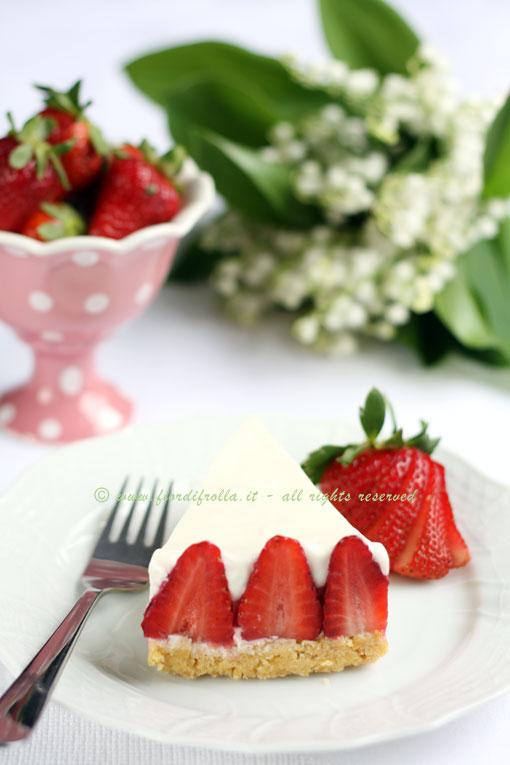 Torta di fragoloni e crema soffice di yogurt alla vaniglia
