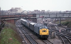 DULL DAY AT CHESTER GENERAL (Malvern Firebrand) Tags: class 40 departs chester general with parcels working heading towards crewe circa april 1982 railway english electric cheshire uk signals