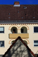 Loggien (01) (Rüdiger Stehn) Tags: kielravensberg stadt architektur bauwerk profanbau fassade 2000er europa mitteleuropa deutschland norddeutschland germany schleswigholstein strase 2000s gebäude canoneos550d 2017 hinterhoffassade hinterhof loggia haus rüdigerstehn putzfassade backsteinarchitektur kiel