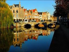 Lier, a gem in Flanders (jackfre2 (on a trip-voyage-reis-reise)) Tags: city blue trees houses red brown green water beautiful reflections river willow friendly antwerp charming setting weepingwillow nete oldhouses mechelen pleasant lier unspoiled goldstaraward artofimages bestcapturesaoi