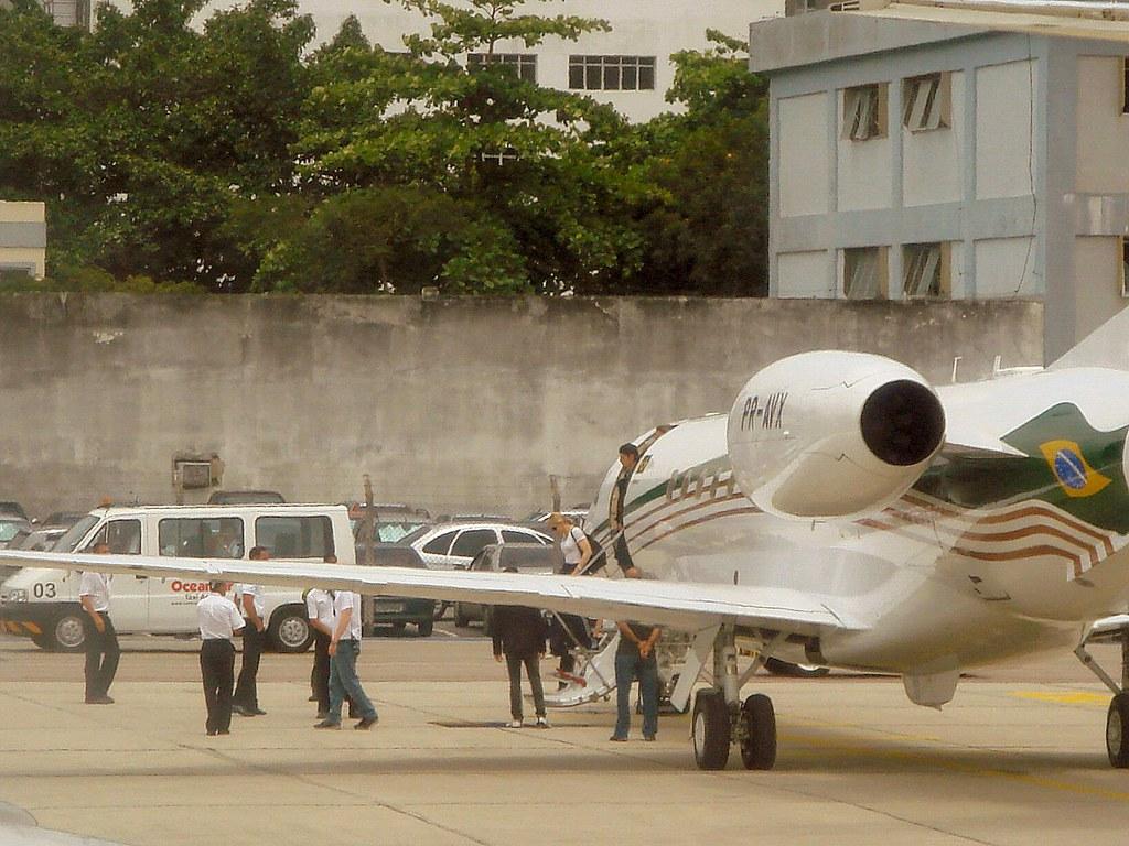 Foto da Madonna desembarcando no Rio de Janeiro Aeroporto Santos Dumont