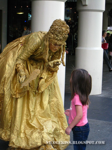 golden lady with little girl