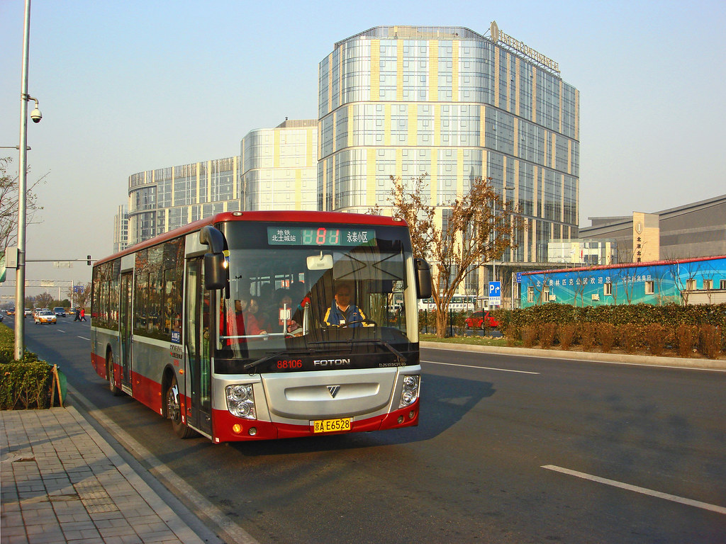 [Buses in Beijing]???V Foton AUV BJ6123C7C4D <HEV> ?????? BPT #88106 Front-right at National Stadium West