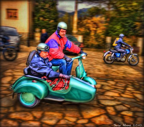 Vilanova de Sau - Moto verde con Sidecar