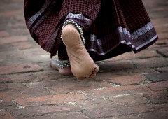 Woman's feet in Tanjore temple - India (Eric Lafforgue) Tags: india feet foot indie indi indien hind indi inde hodu indland  hindistan indija   ndia hindustan  7726    hindia  bhrat  indhiya bhratavarsha bhratadesha bharatadeshamu bhrrowtbaurshow  hndkastan