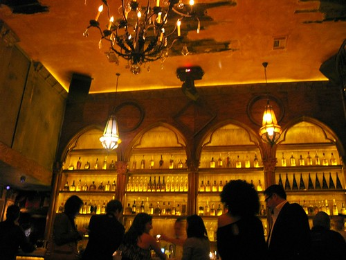La Descarga Crowd at the bar