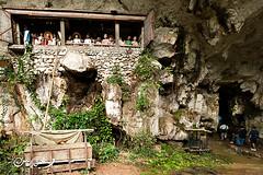 Cliff/Cave Grave (QooL / بنت شمس الدين) Tags: graves cave sulawesi londa qool tanatoraja liang sulsel torajaland qoolens