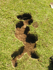 Ausentes 01 (jabondepolvo) Tags: arte gente personas uabc escuela silueta lugar landart mexicali tierra vaco ausentes cavar